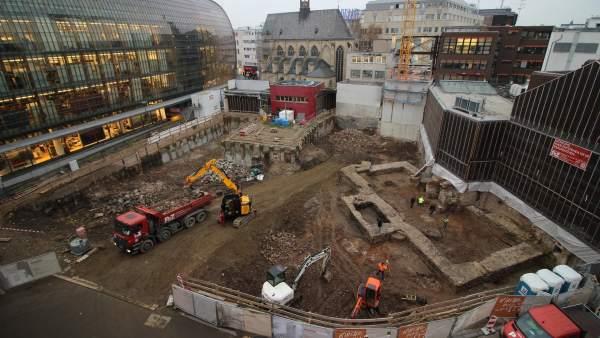 Vista de la excavación que ha dejado al descubierto una antigua biblioteca en el centro de Colonia (Alemania)