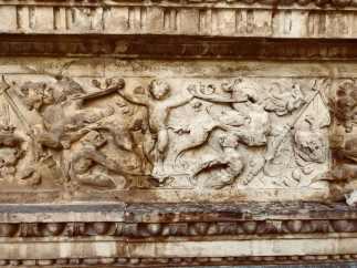 Limpieza de la portada de la iglesia del convento de San Clemente en Toledo