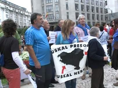 Protesta a favor del acercamiento de presos etarras