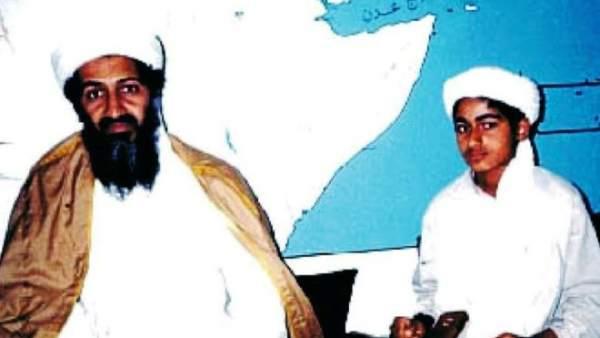 Bin Laden junto su hijo Hamza