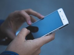 Una madre termina detenida por castigar a su hija de 15 años sin móvil