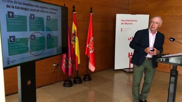 Antonio Navarro presenta las ayudas para vehículos eléctricos