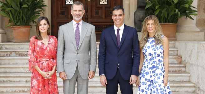 Los reyes con Pedro Sánchez y su esposa, Begoña Gómez