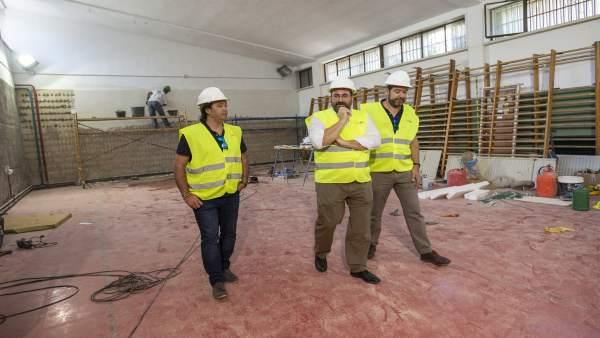 El delegado de Educación, Germán González, visita el centro IES Cartuja