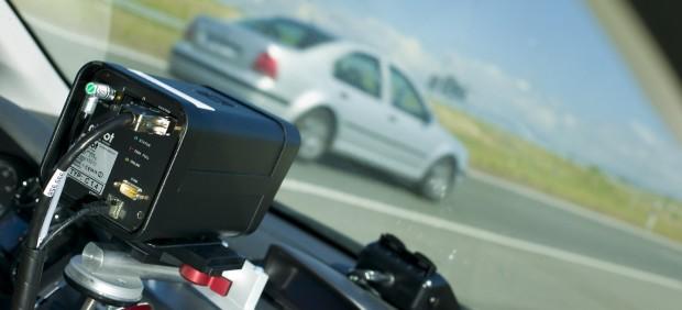 """La DGT incrementará los controles de velocidad, en carretera y aire, poniendo especial atención a los """"grandes excesos"""" protagonizados por vehículos extranjeros"""