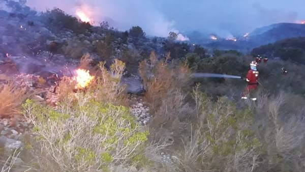 L'incendi de Llutxent obliga a desallotjar a 2.500 persones de laDrovai dues urbanitzacions