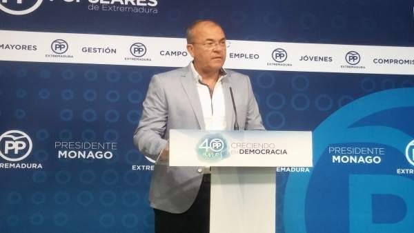 El presidente del PP, José Antonio Monago, en rueda de prensa en Mérida