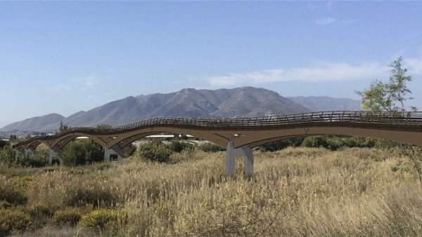 Senda Litoral en su tramo de la pasarela sobre el Guadalhorce