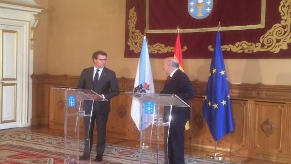 Feijóo y el delegado del Gobierno en Galicia, Javier Losada, en rueda de prensa