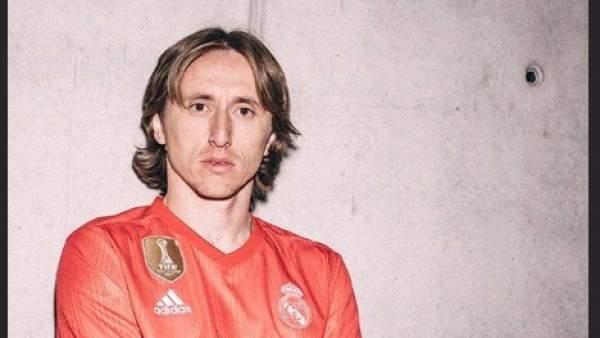 Luka Modric, con la tercera equipación del Real Madrid para la temporada 2018/2019