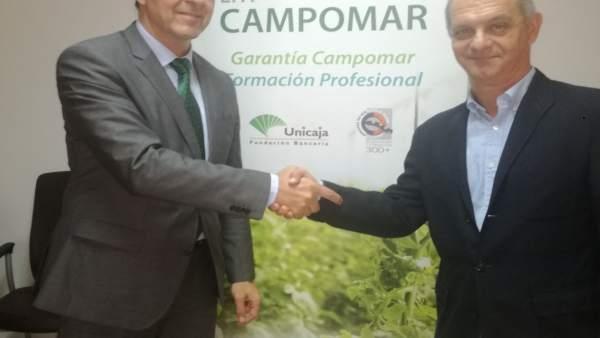 Firma del convenio entre Unicaja y la EFA Campomar