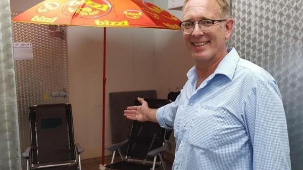 Lars Koch, el supermercado alemán, ofrece a clientes superar el calor en una cámara frigorífica.