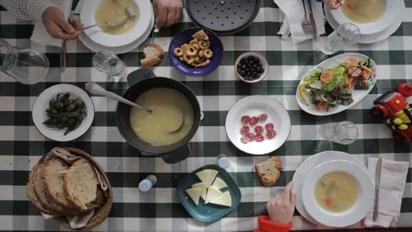 Comida, cocinar, mesa, platos, comer