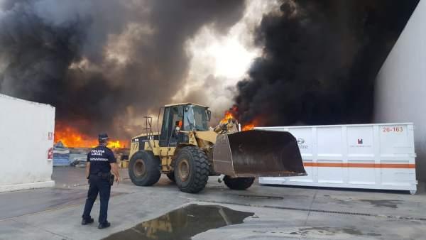 Incendio en un almacén de colchones de Alboraia
