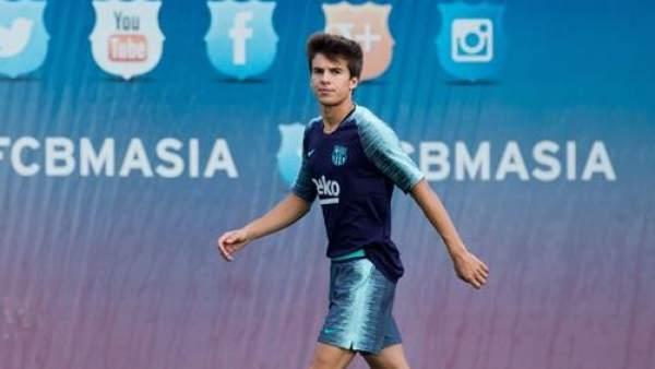 Riqui Puig, en un entrenamiento con el Barcelona.