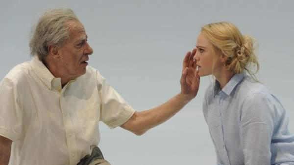 La actriz australiana Eryn Jean Norvill y el actor Geoffrey Rush