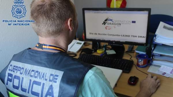 Un agente de Policía Nacional en Almería