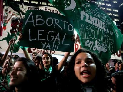 Mujeres argentinas a favor de la despenalización del aborto.