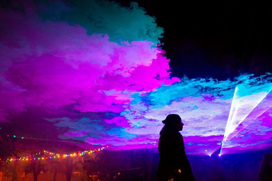 Música, luces y contraluces del festival Sziget, al norte de Budapest (Hungría). Un entorno idóneo para disfrutar de buena música, compañía y diversión.
