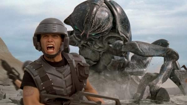 Escena de la película 'Starship Troopers'.