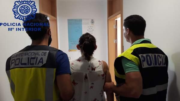 Detenida acusada de empadronar en su domicilio a migrantes ilegales.