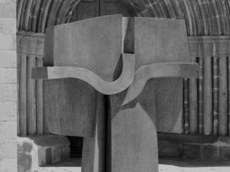'Cruz de término' escultura de José Luis Sánchez