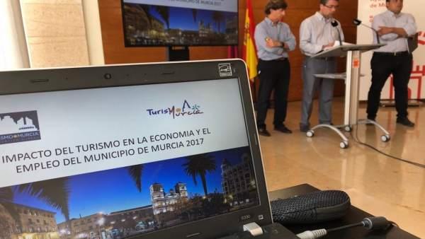 Jesús Pacheco, concejal de Promoción Económica en presentación datos Turismo