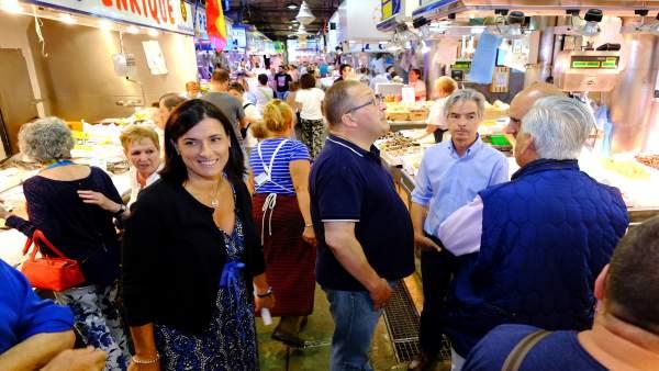 Alcaldesa de Santander en el Mercado de la Esperanza