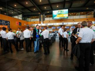 Pilotos de la aerolínea Ryanair en huelga en el aeropuerto de Charleroi en Bélgica