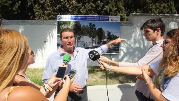 Carlos Alcalá, edil de Marbella en rueda de prensa