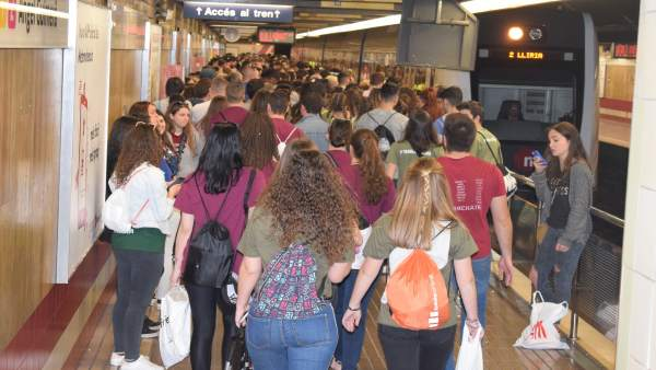 Una estación de Metrovalencia en una de las jornadas más concurridas
