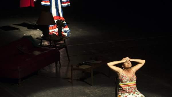 La cubana Laura de la Uz en plena escena teatral