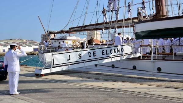 El 'Juan Sebastián Elcano' llega a Cádiz