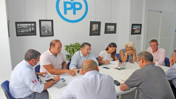 Reunión del PP Cádiz con trabajadores del aeropuerto de la base de Rota.