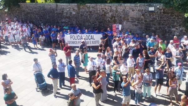 Protesta de la Policía Local durante la lectura del pregón de Pontevedra