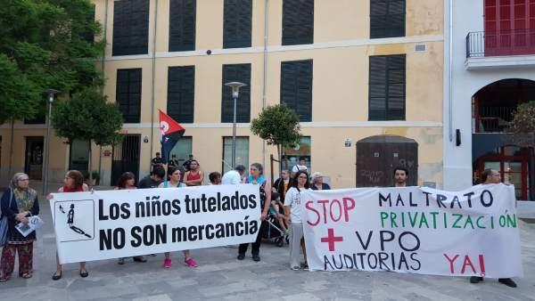 Movilización contra los desahucios en Plaza Cort