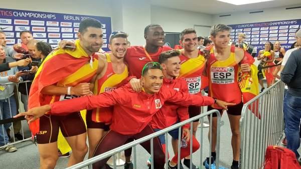 Los integrantes del 4x400 masculino español