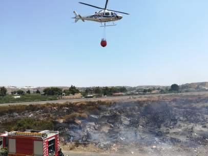 Un incendio de matorral en Almería.