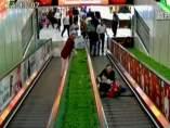 Angustioso rescate de unas niñas en China atrapadas en una escalera mecánica