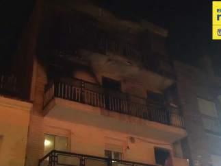 Hombre provoca incendio en vivienda de Villaverde al quemarse a lo bonzo