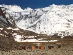 Rescatan vivo a un montañero vasco tras estrellarse su helicóptero en Tayikistán