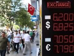 La intervención del Banco Central turco no evita otra jornada negra de la lira