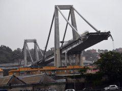 Al menos 22 muertos en el derrumbe de un puente en Génova
