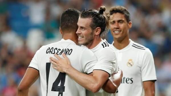 Gareth Bale celebra un tanto con la camiseta del Real Madrid.