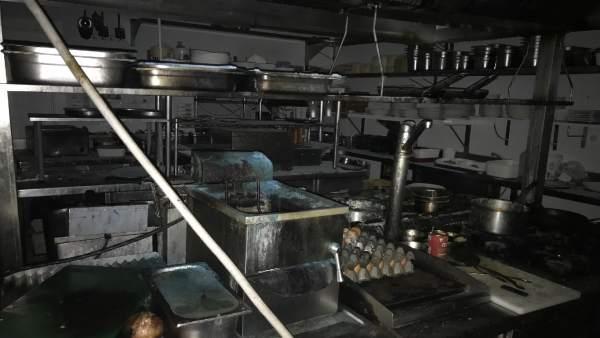 Cocina incendiada en el restaurante Entrepuentes de Logroño