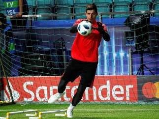 Courtois, en un entrenamiento con el Real Madrid.