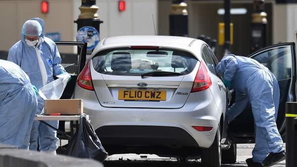 Investigadores tras el atentado en Westminster