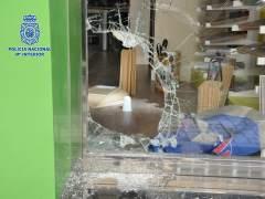 Cristal roto tras robar en un comercio