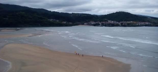 Baño prohibido en las playas vizcaínas de La Arena, Barinatxe y Arrietara-Atxabiril