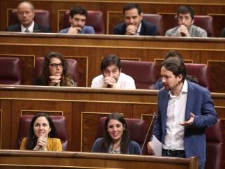 Pablo Iglesias y diputados de Unidos Podemos en el Congreso